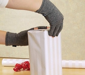 IMAK compression gloves